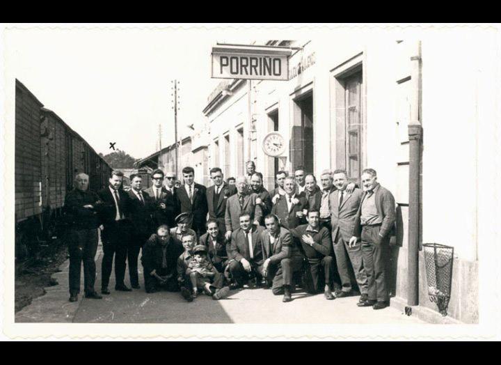 Traballadores da cantina e da estación do ferrocarril do Porriño. / Foto Pako [1963-1969] / PROCEDENCIA: Recollida O Porriño. Album familiar de José Ángel Vilariño Iglesias