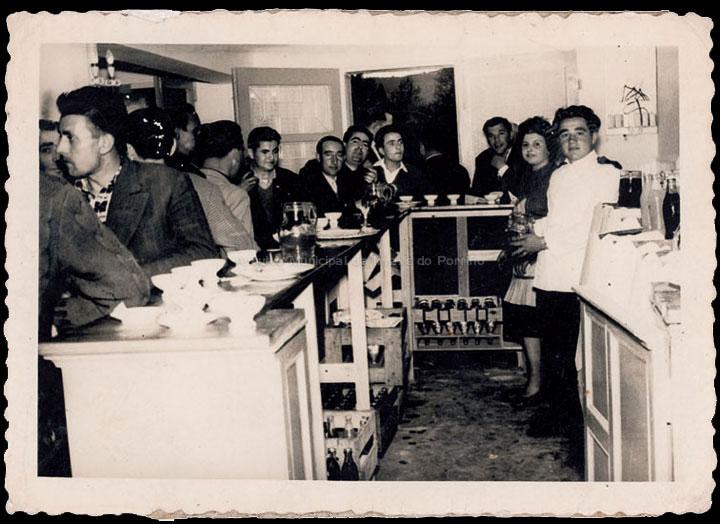 Inauguración do Hotel Azul na avenida de Galicia. / Foto Magno [1960-1970 (?)] / PROCEDENCIA: Recollida O Porriño. Álbum familiar de Ramón Iglesias Pereiro