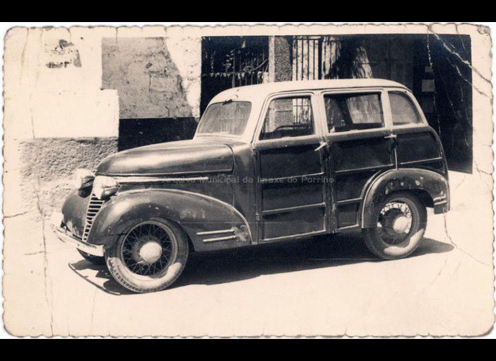Automóbil de Julio Rodríguez González (Bar La Cueva). / Foto Ramiro [1947 - 1950] / PROCEDENCIA: Recollida O Porriño. Album familiar de Isabel Domínguez Salgado