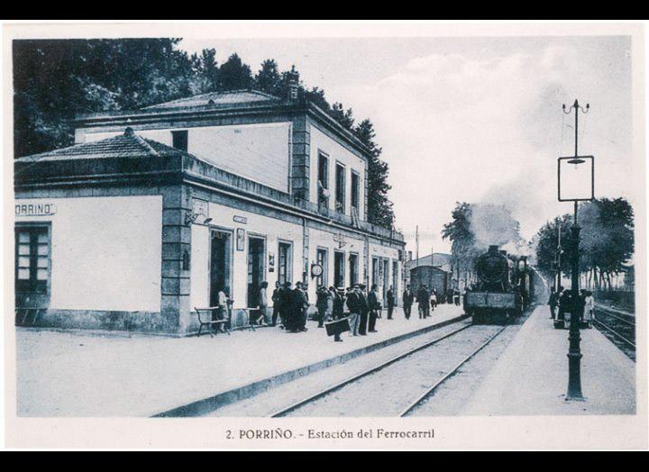 Paso dun tren de vapor pola estación do ferrocarril do Porriño. Tarxeta Postal. / L. Roisin [1929 – 1930 (?)] / PROCEDENCIA: Recollida O Porriño. Fondo Carlos Lorenzo González