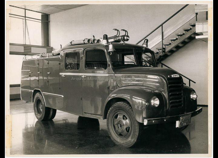 Camión de bombeiros de Madrid sobre chasis Ebro. / ESFO (Especialidades fotográficas). Madrid [Ca. 1970] / PROCEDENCIA: Recollida Chenlo. Fondo Pablo Novo González