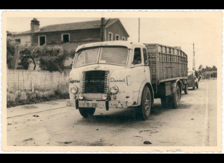 Camión da serrería de Manuel Ucha. / Autor descoñecido [1955 – 1970 (?)] / PROCEDENCIA: Recollida Budiño. Album familiar de Enrique Ucha Lorenzo
