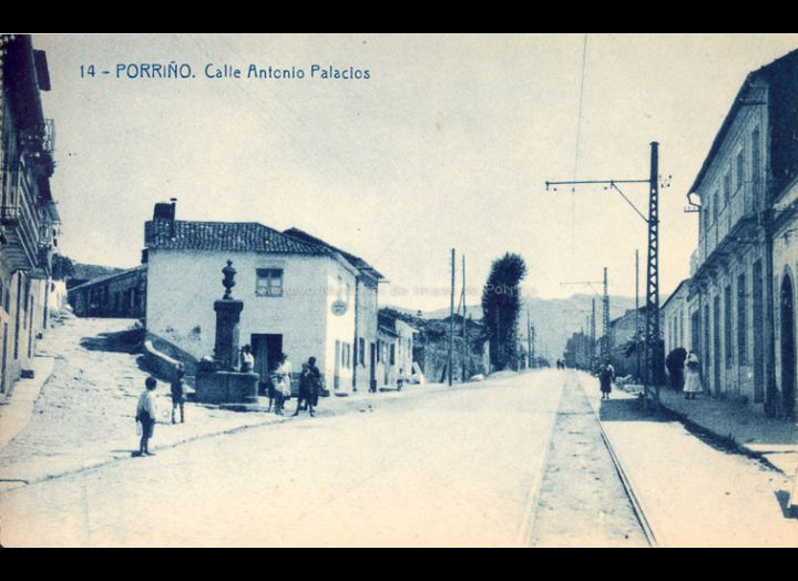 Rúa Antonio Palacios. Antiga estrada de Castela. Tarxeta Postal. / Fototipia Thomas (Barcelona) [Ca. 1928] / PROCEDENCIA: Recollida O Porriño. Album familiar de Victoria E. Troncoso Rodríguez
