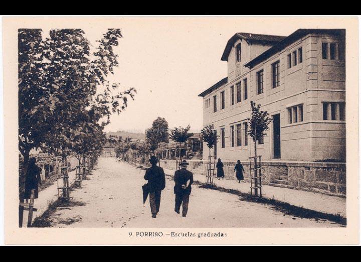 Escolas Graduadas e rúa Domingo Bueno. Tarxeta postal. / L. Roisin [1929 – 1930 (?)] / PROCEDENCIA: Recollida O Porriño. Album familiar de Josefa Sío Casales
