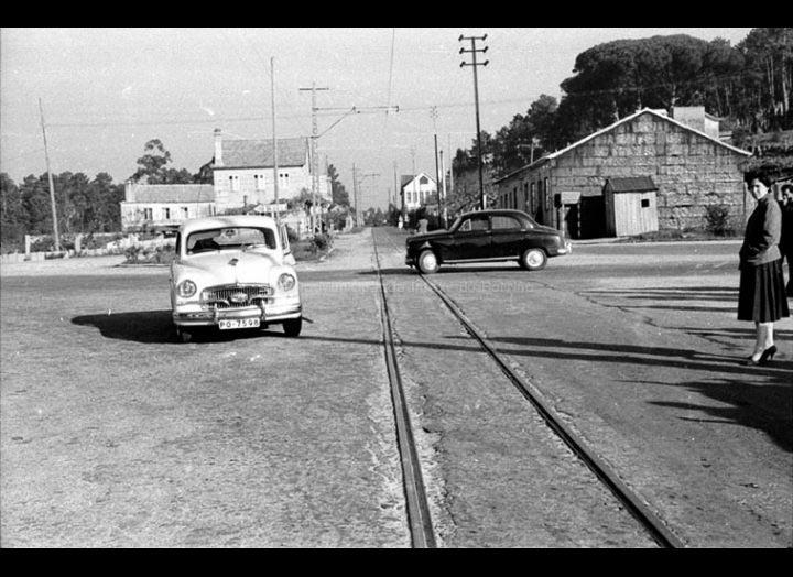 Cruce no barrio das Angustias, onde enlaza a antiga estrada de Pontevedra á Camposancos  coa estrada de Madrid. / Foto Magno [1954 - 1970] / PROCEDENCIA: Arquivo Magno
