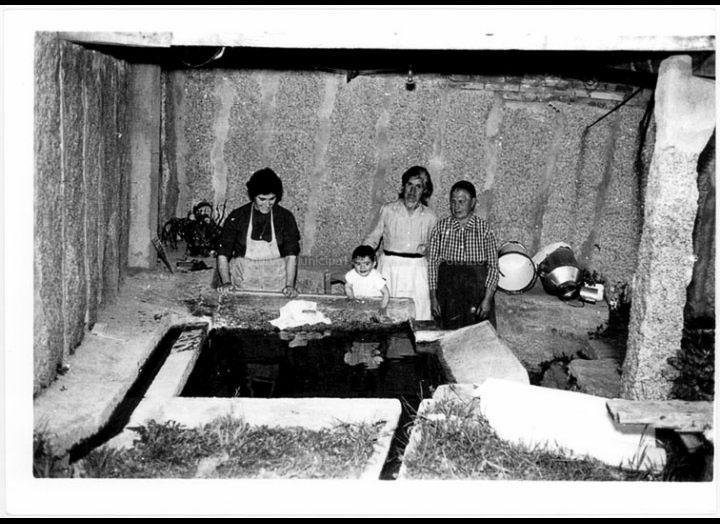 Mulleres no lavadoiro. / Foto Magno [1955 – 1970 (?)] / PROCEDENCIA: Arquivo Magno